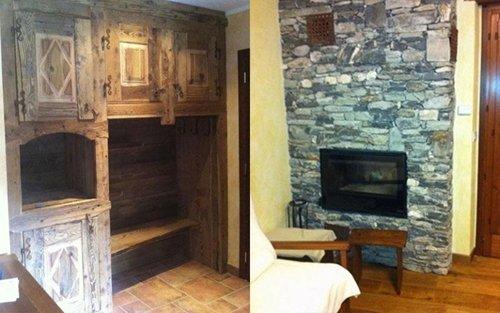 camera con parete in pietra e arredi in legno