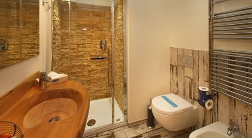 bagno con doccia in petra