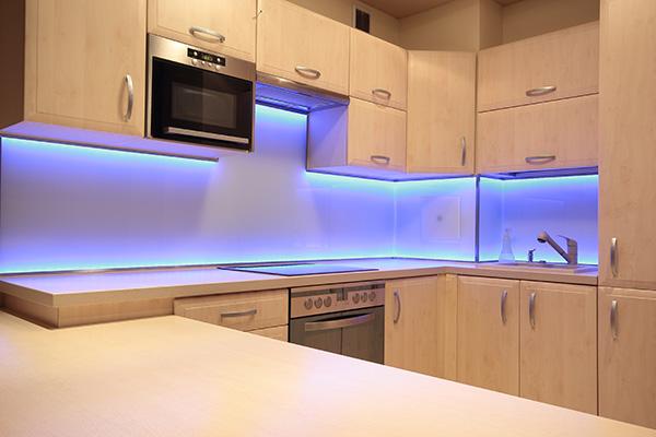 Cucina illuminata con leds