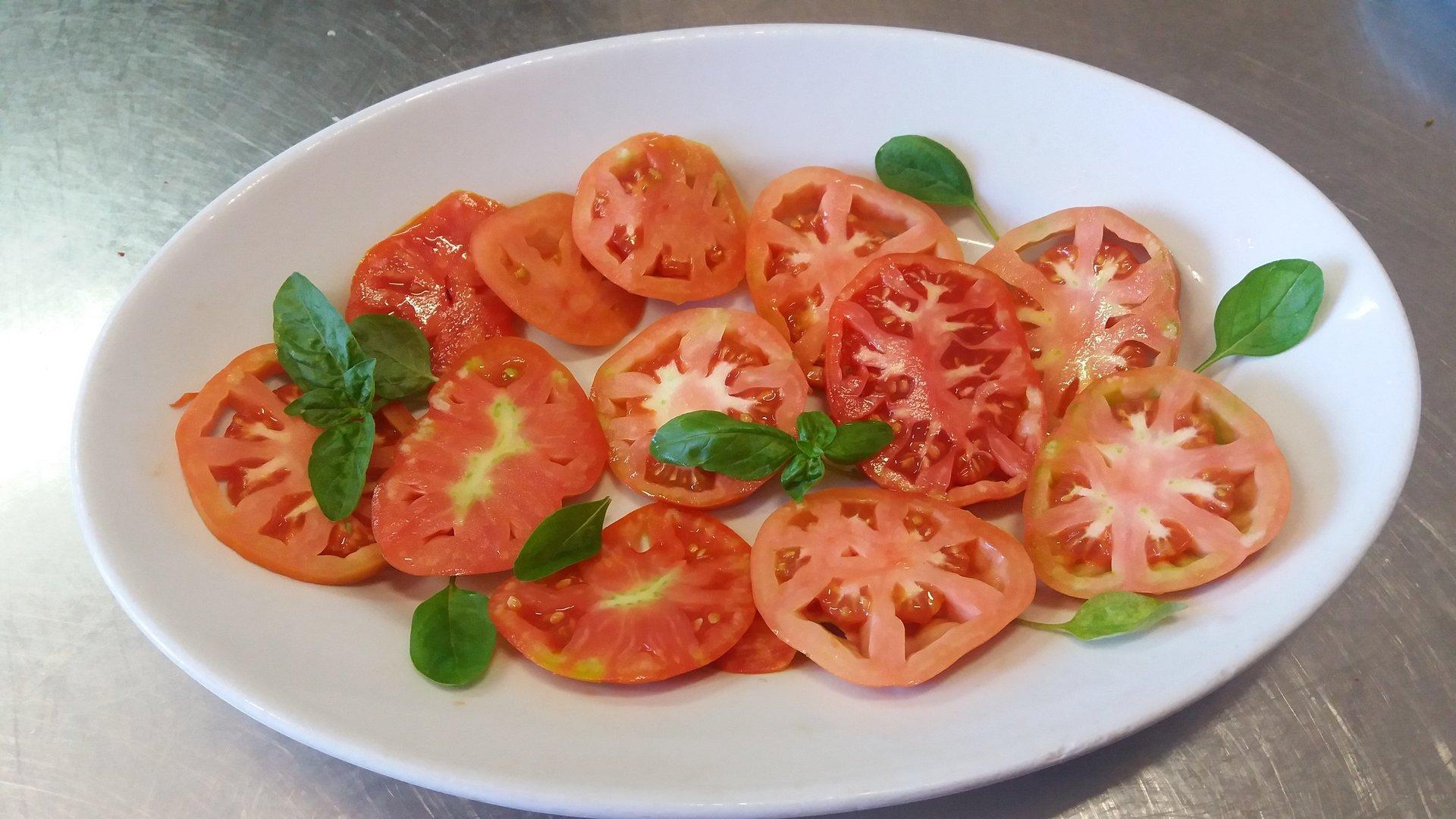 pomodori con basilico