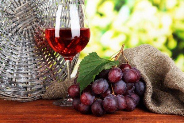 calice di vino e grappolo uva