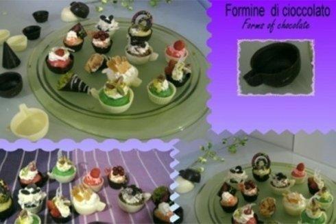 Formine di cioccolato di varie forme e dimensioni.