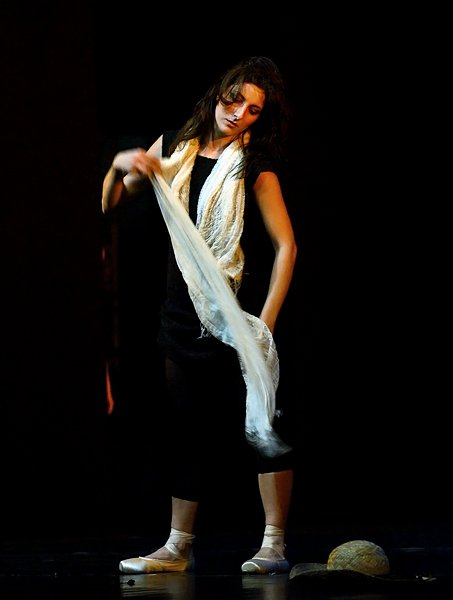 Persona con foulard bianco