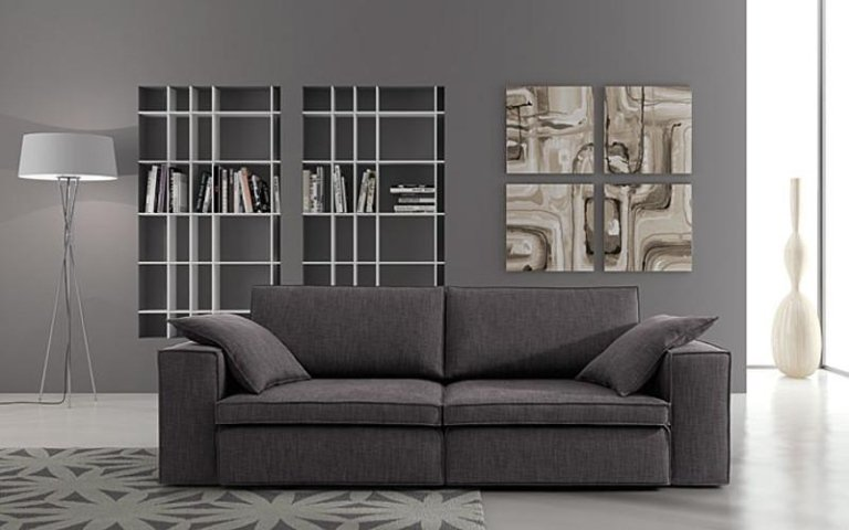 divano rivestito grigio