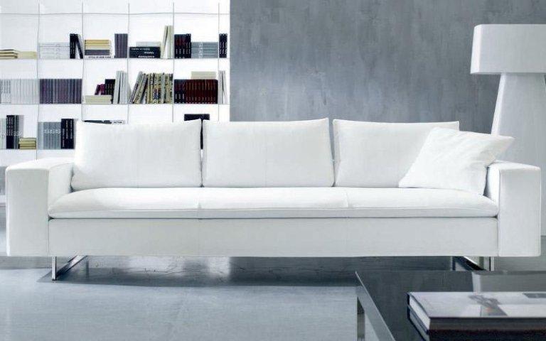 divano tre posti bianco