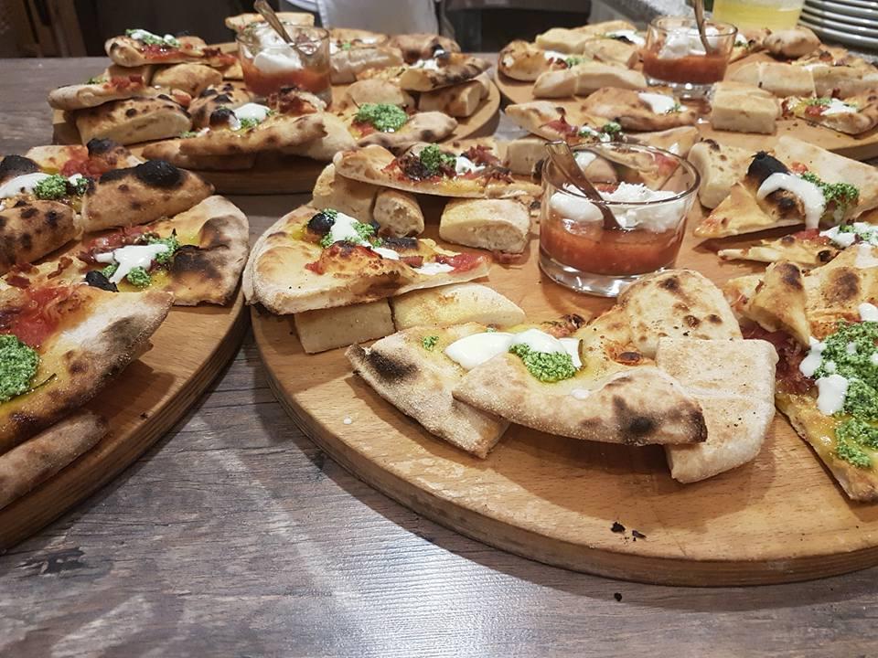 Pizze alla pizzeria di Black Rose Steak House Pizzeria a Santa Maria di Sala