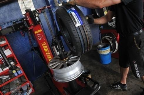 Assetto pneumatici con sistema computerizzato