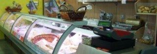 prodotti da frigo, formaggi, prosciutti