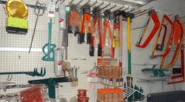 Ferramenta-e-attrezzature-da-lavoro