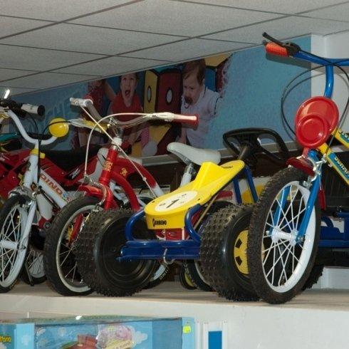 macchinina a pedali e biciclette