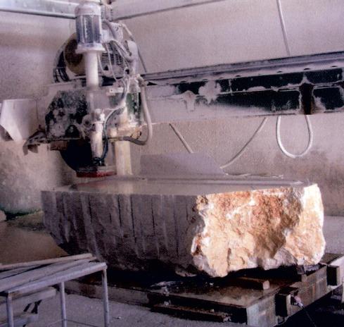 blocco di marmo tagliato