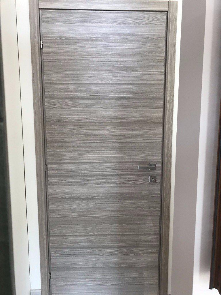 porta da interni grigia