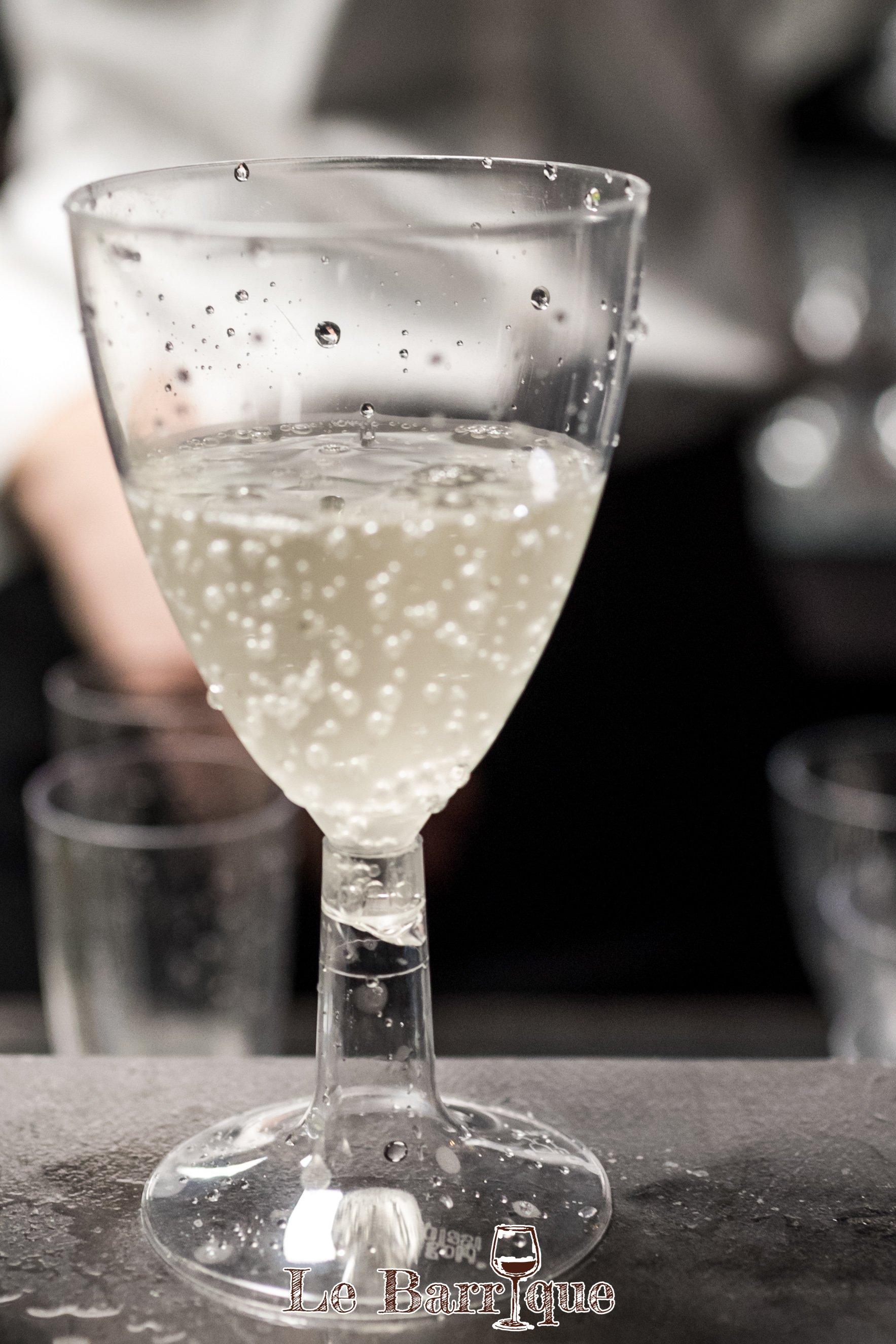 bicchiere di cristallo con champagne