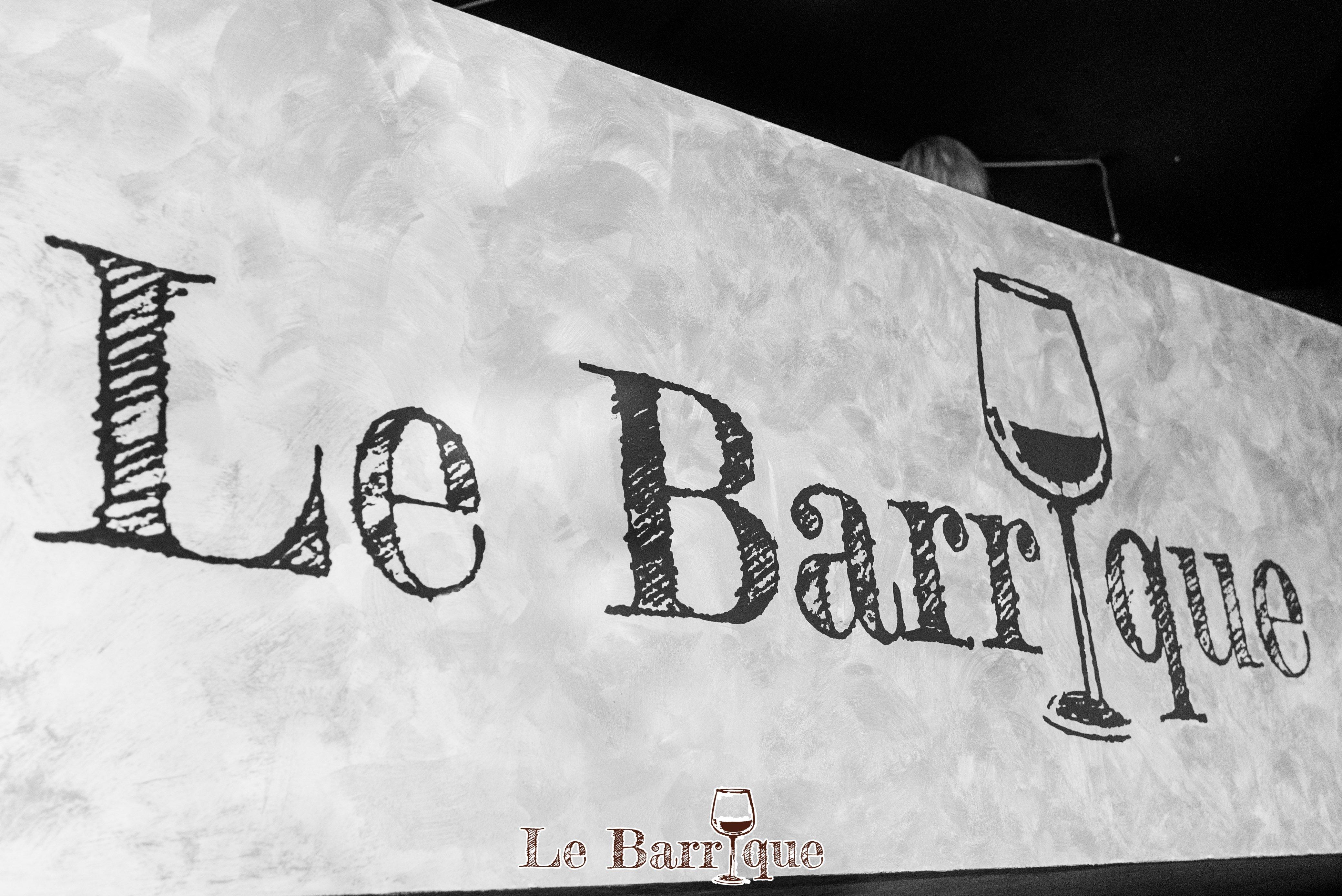 insegna con nome del locale Le Barrique