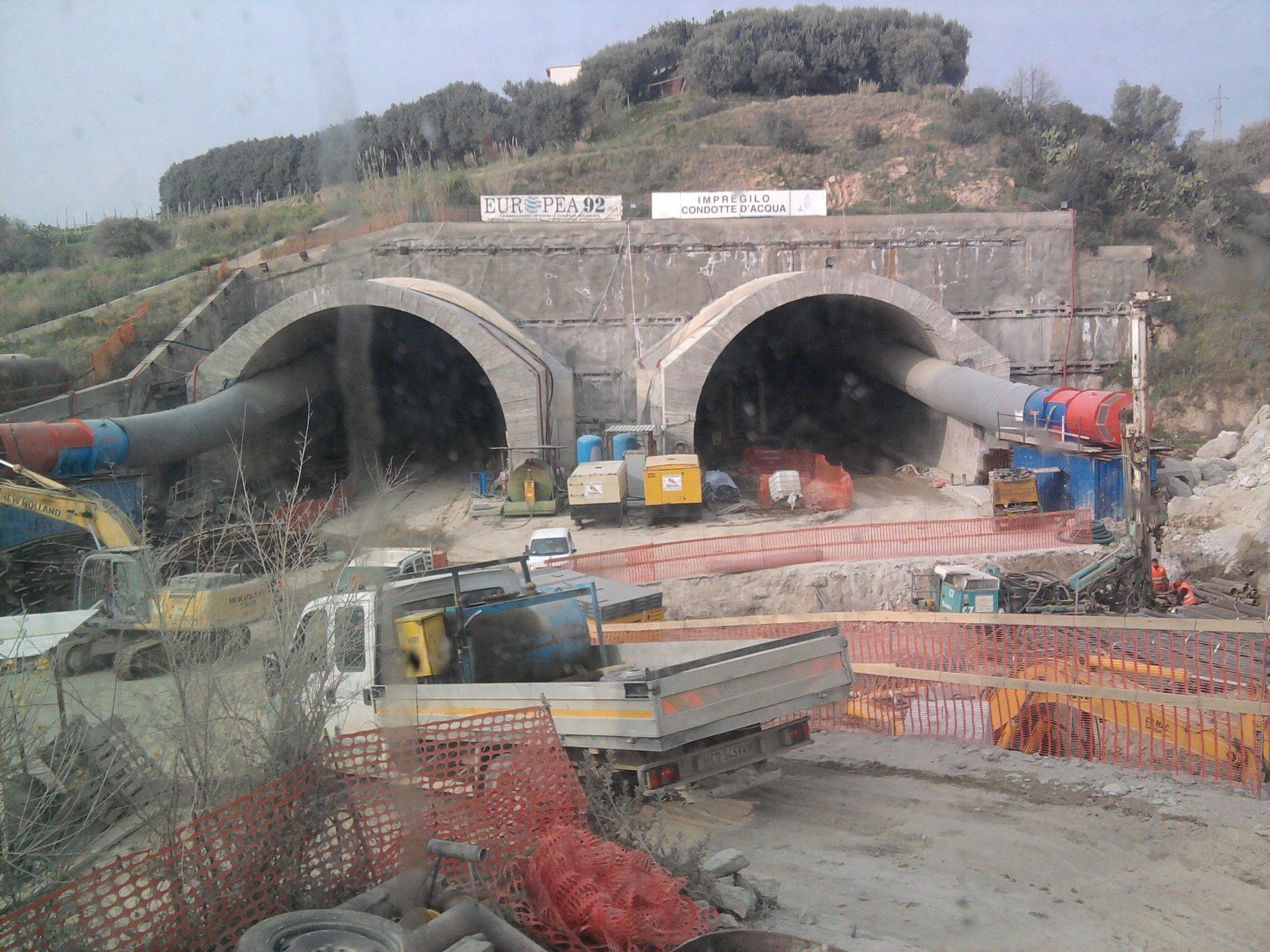 un ponte in costruzione
