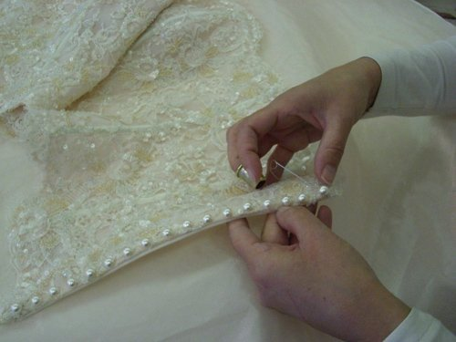 abiti da sposa cuciti a mano