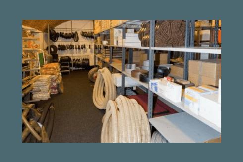 ampio magazzino con vasta scelta di pavimenti in linoleum e pvc