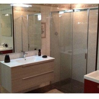 Mobili bagno, box doccia, lavabo, rubinetto