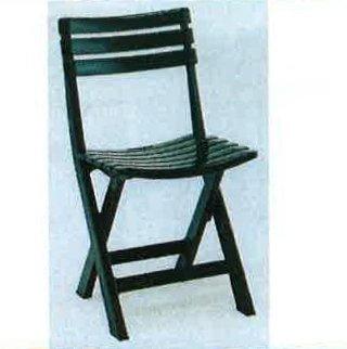sedia verde per giardino