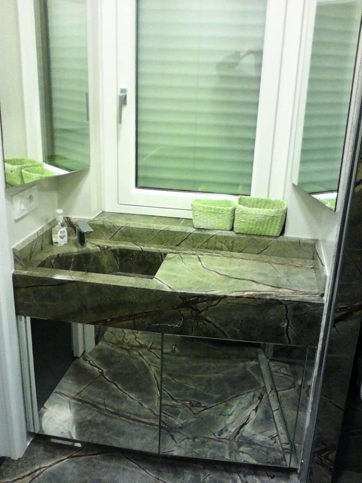 Mobiletti bagno con ante specchiate