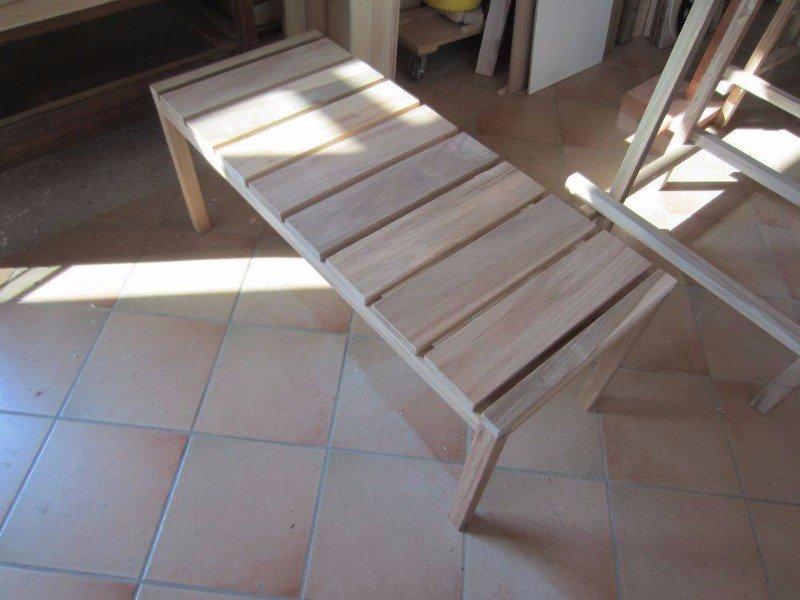 un tavolino rettangolare