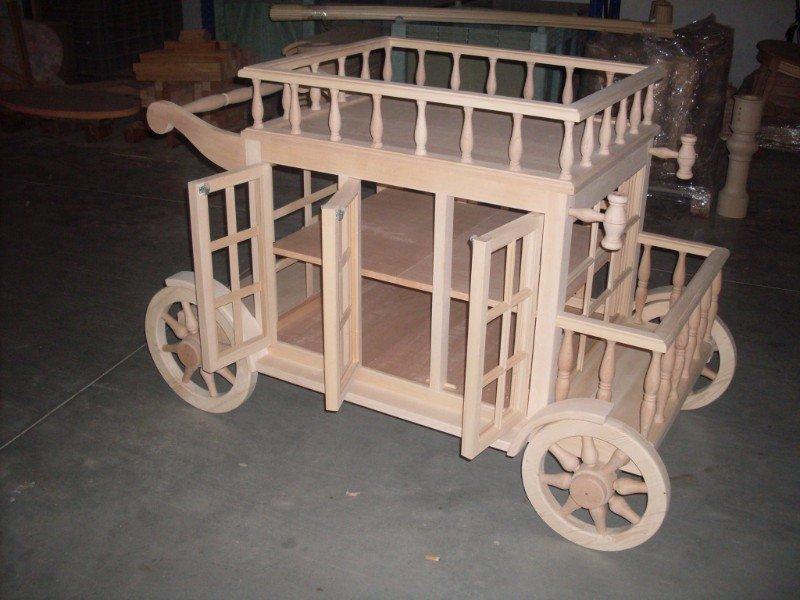 un carrello in legno