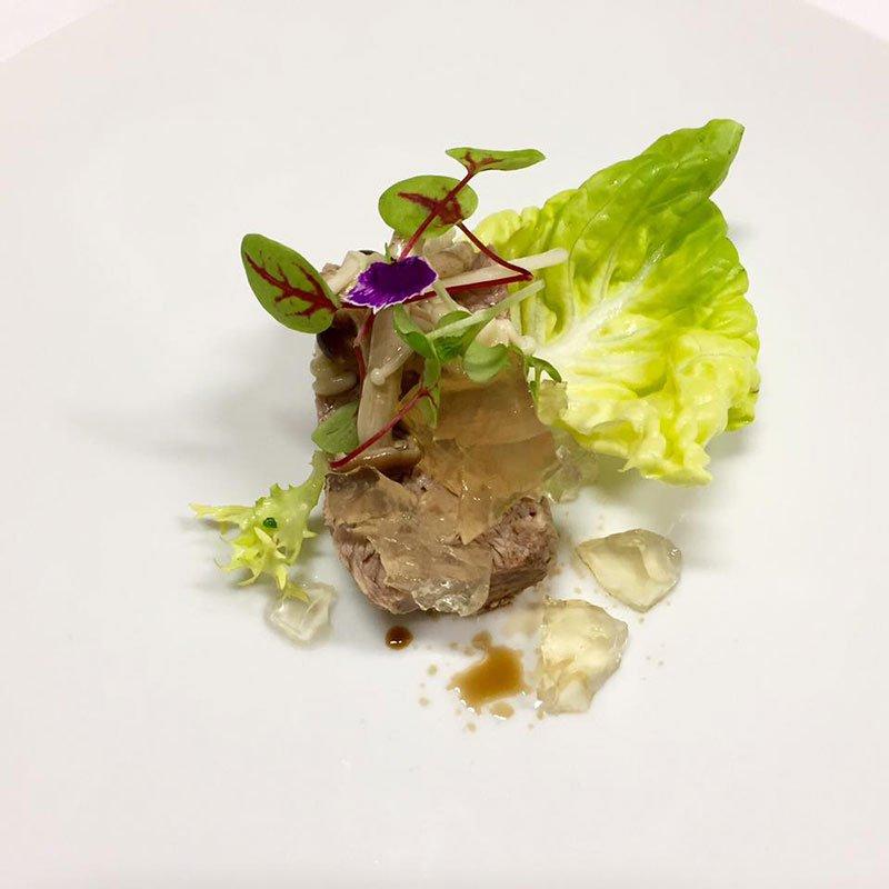Lingotto di vitella in gelatina con funghi di sotto bosco con aceto di riso invecchiato