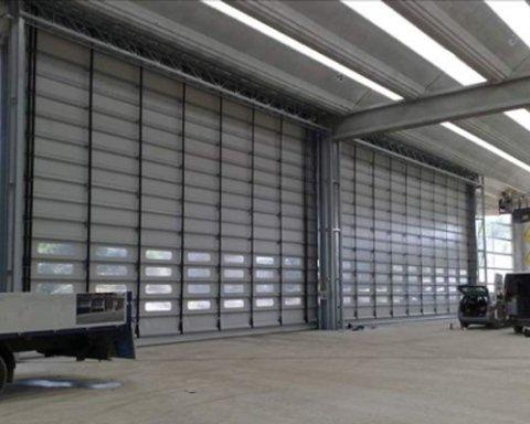 Installazione chiusure industriali e pedane di sollevamento