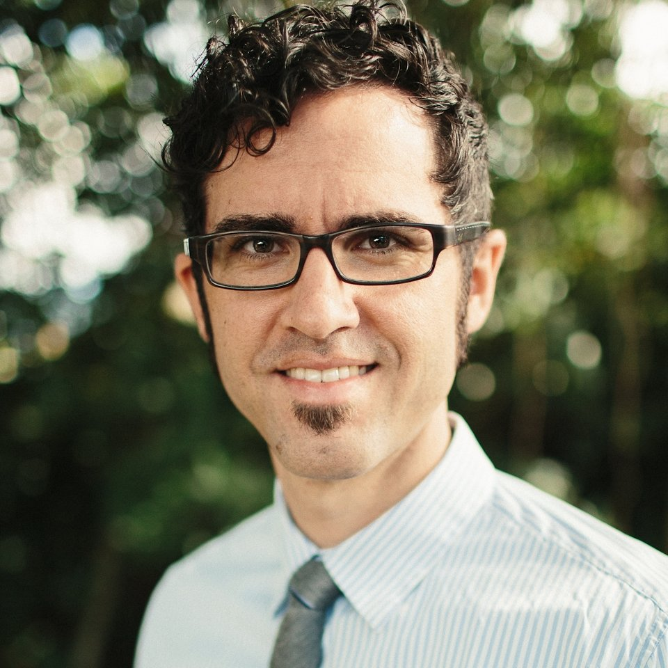 Dr. Ivan Colón, dental professional in Kailua, HI
