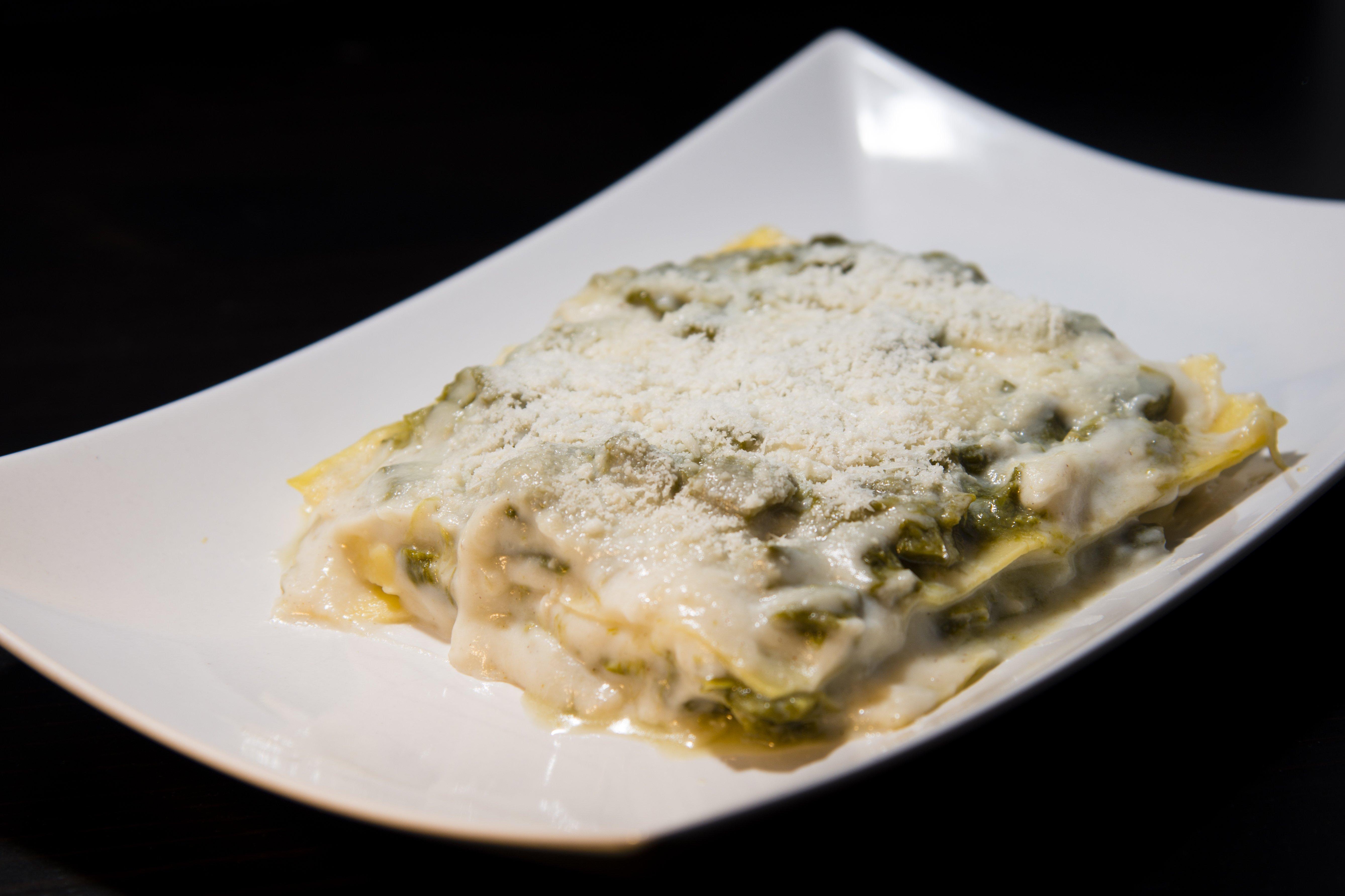 Lasagne appena sfornate con formaggio