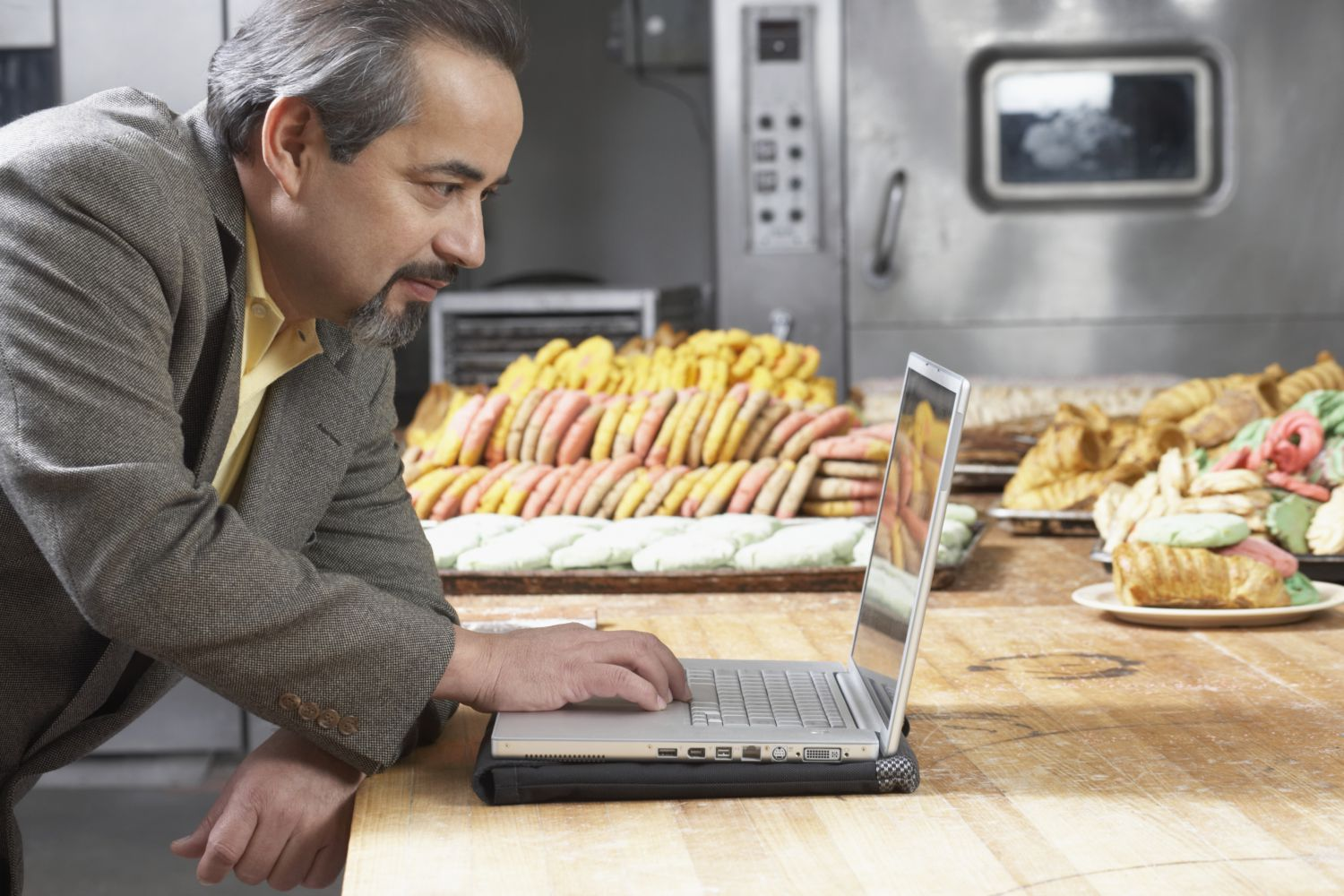 Businessman searching the internet for baked goods for his next business meeting in Kealakekua, HI