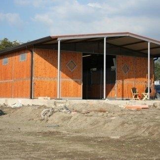 edificio prefabbricato per circolo ippico