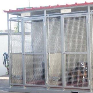 Box e scuderie per cani e cavalli
