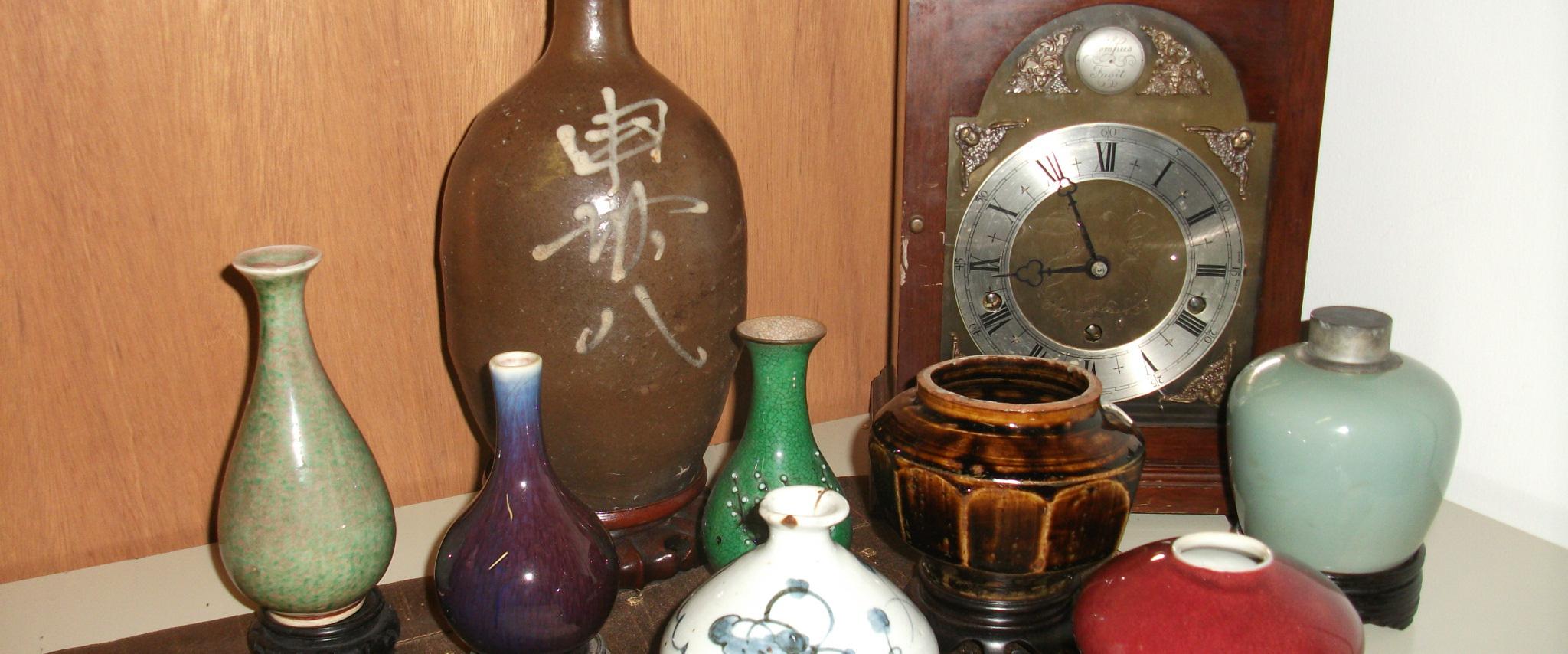 vases and clocks being appraised in Honolulu, HI