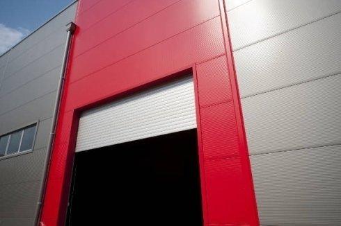 Serranda avvolgibile per magazzino industriale.