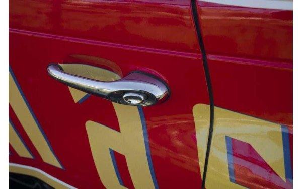 logo aziendale su auto