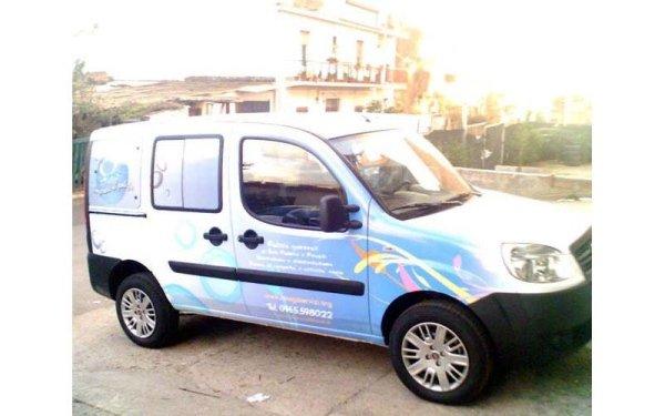 veicoli con logo aziendale