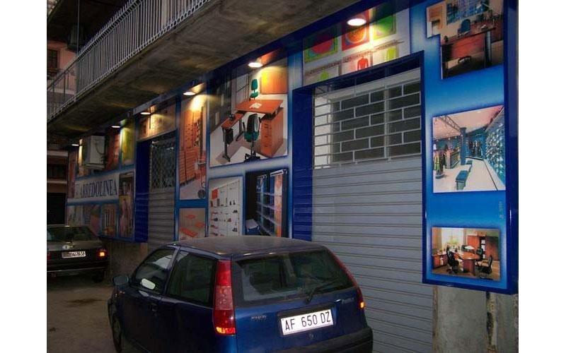 insegne luminose negozi arredamento
