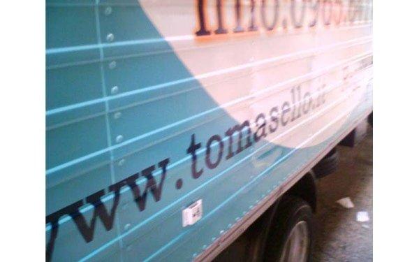 furgone con contatti azienda