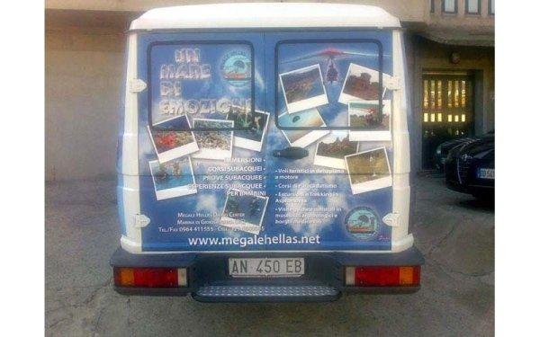 camion con pubblicità