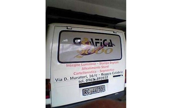 automezzi con logo