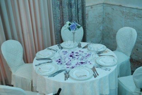 Addobbo tavolo con petali