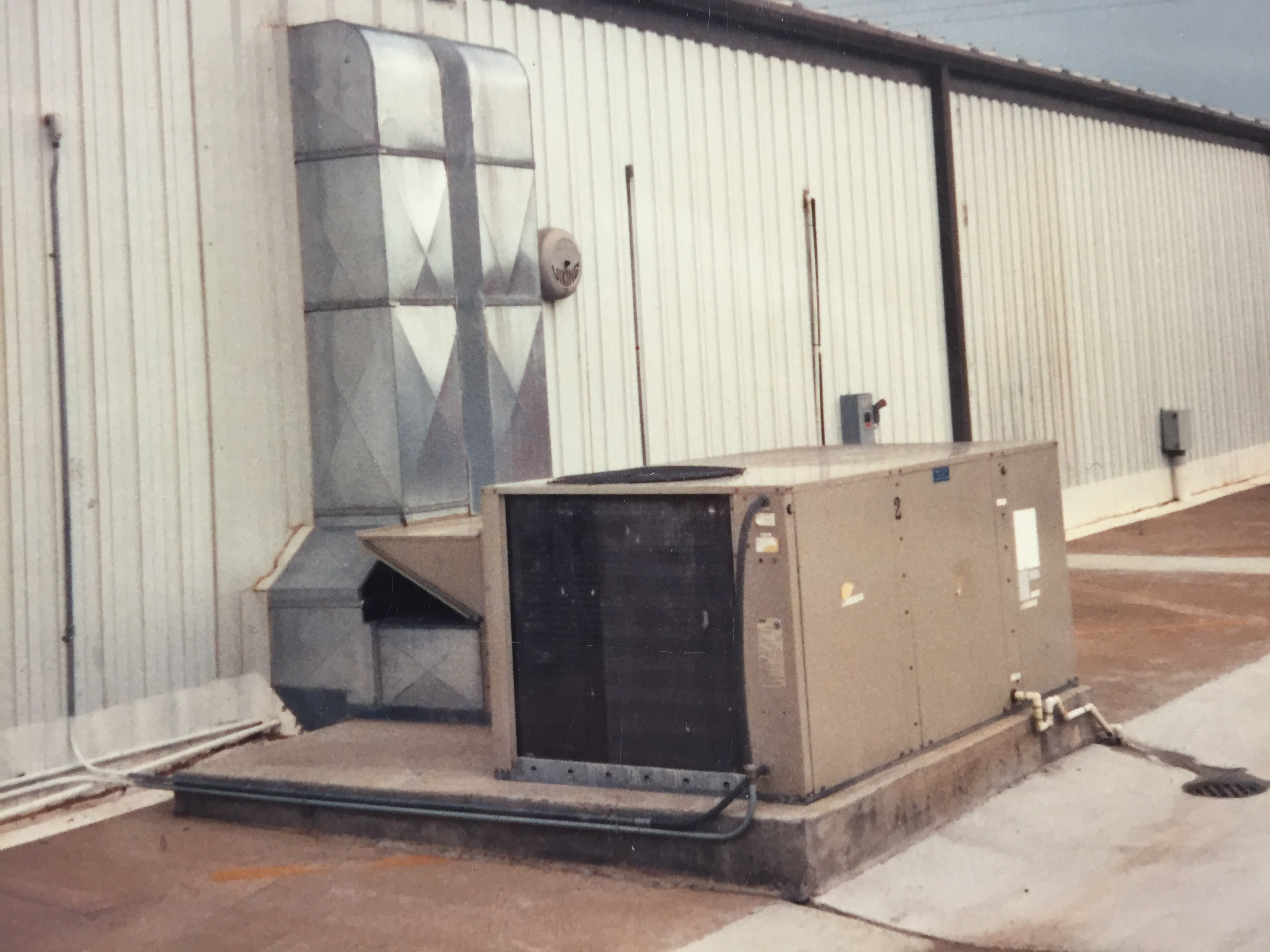 Electrician providing reliable HVAC service in Mannford, OK