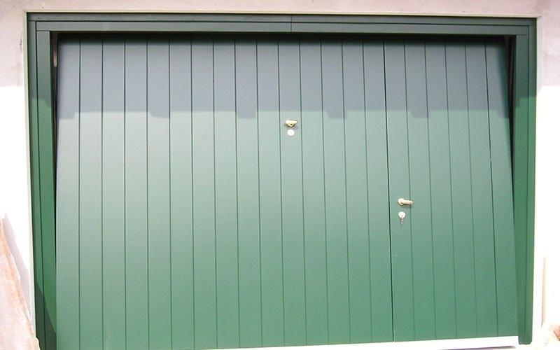 portoni basculanti colore verde