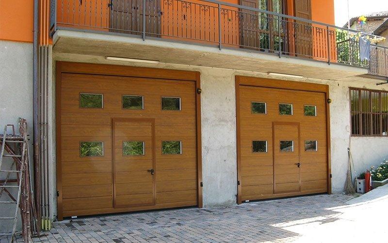 porte sezionali con porta centrale