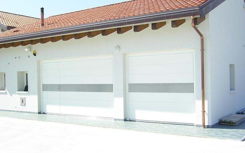 portoni per garage bianchi
