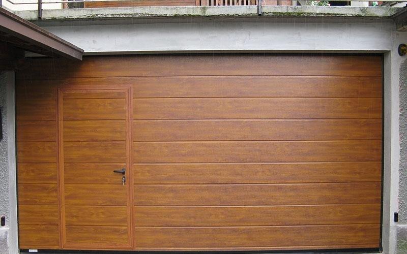 porte sezionali con porta letrale