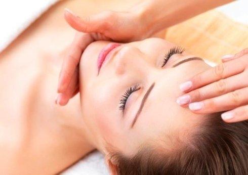 pulizia viso con tecnica relax