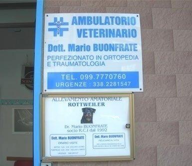 insegna del ambulatorio veterinario