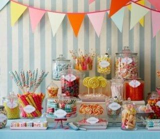 piatti per feste, composizioni di palloncini, addobbi